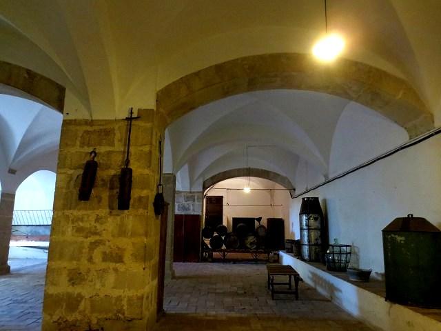 ペドラルベス修道院で10 地下_b0064411_05222739.jpg