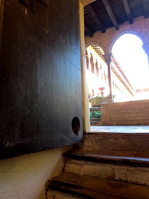 ペドラルベス修道院で10 地下_b0064411_05222781.jpg