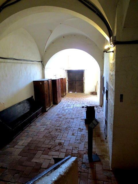 ペドラルベス修道院で10 地下_b0064411_05222786.jpg