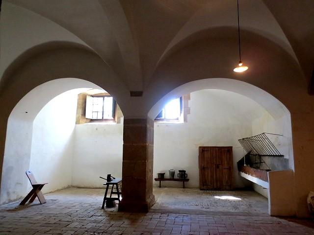 ペドラルベス修道院で10 地下_b0064411_05222796.jpg