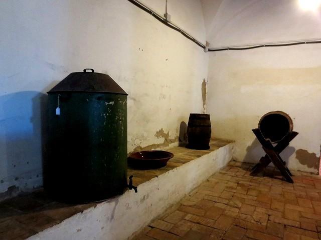 ペドラルベス修道院で10 地下_b0064411_05305241.jpg