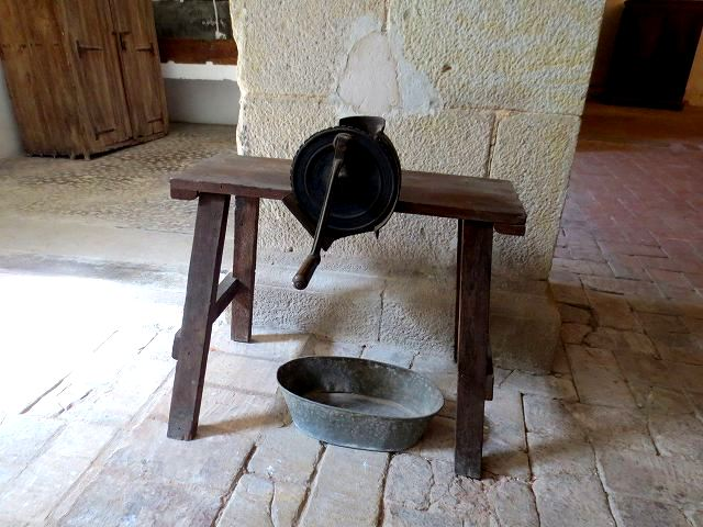 ペドラルベス修道院で10 地下_b0064411_05305245.jpg