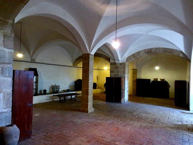 ペドラルベス修道院で10 地下_b0064411_05305275.jpg