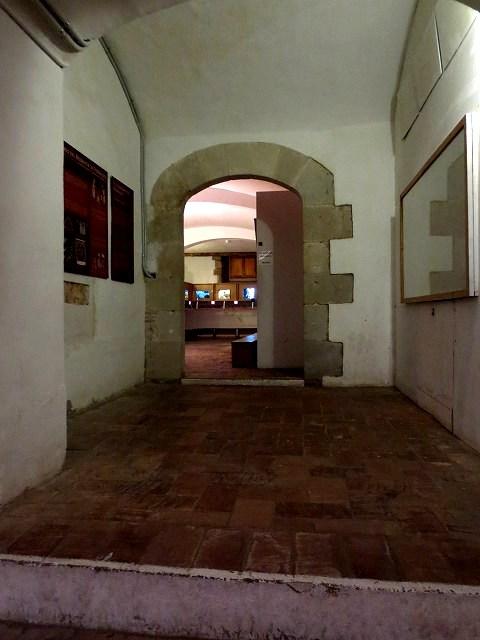 ペドラルベス修道院で10 地下_b0064411_05351407.jpg