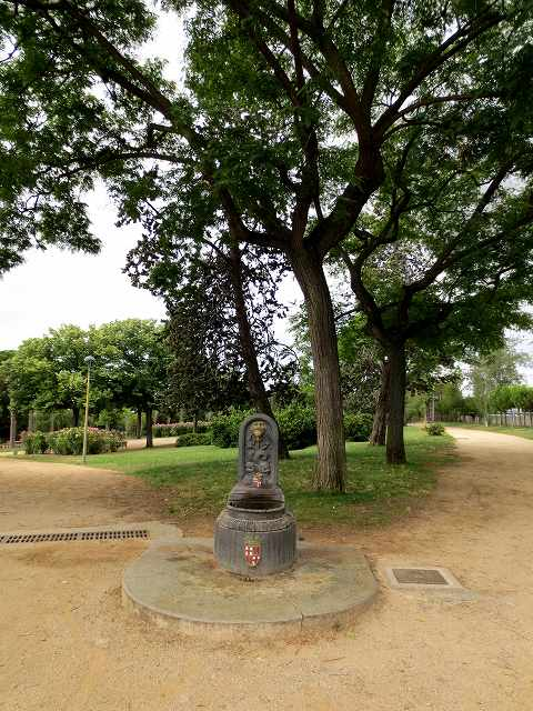 セルバンテス公園へ散歩に_b0064411_06331967.jpg