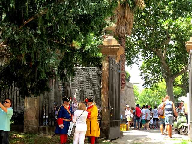 聖マドローナのお祭り_b0064411_23075431.jpg