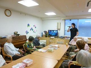 介護体験の学生さん<アクティブライフ夙川>_c0107602_11415098.jpg