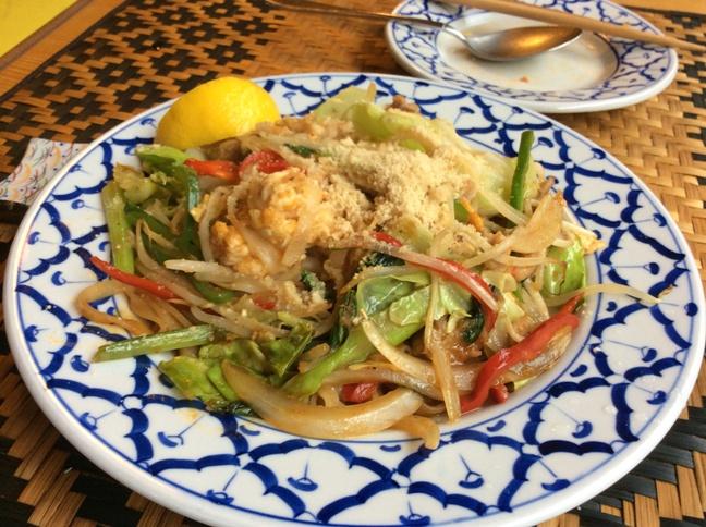 今日のランチ・・・・「アジアの麺料理 味夢(みむ)」_b0137969_1462163.jpg