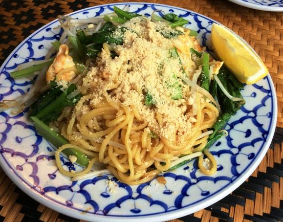 今日のランチ・・・・「アジアの麺料理 味夢(みむ)」_b0137969_1463150.jpg