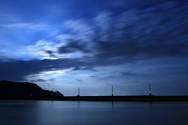 月明かりの漁港_b0186680_11521399.jpg