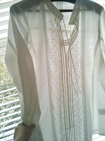 日差しを通す白いシャツブラウス_c0126189_10445377.jpg