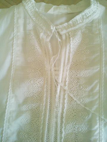 日差しを通す白いシャツブラウス_c0126189_10465589.jpg