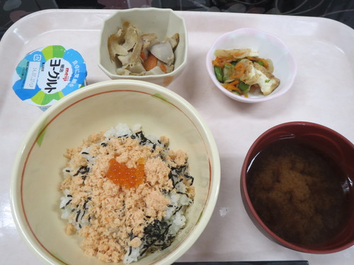鮭・いくら丼_a0158095_14441421.jpg
