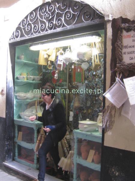 イタリア食旅行記⑦ ジェノヴァ町歩き(お菓子・お惣菜・キッチン用品など)_b0107003_09192554.jpg