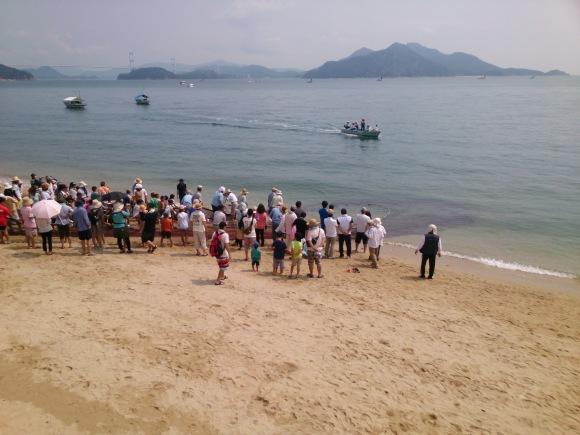 毎年恒例の大浜漁協主催 地引き網が伊豫水軍前の海岸で行われました_b0325627_16494527.jpg