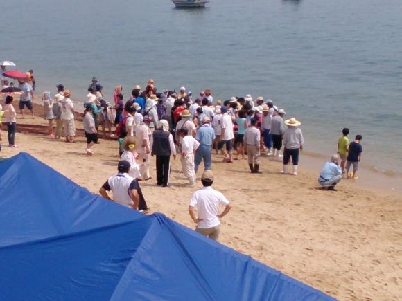 毎年恒例の大浜漁協主催 地引き網が伊豫水軍前の海岸で行われました_b0325627_16514216.jpg