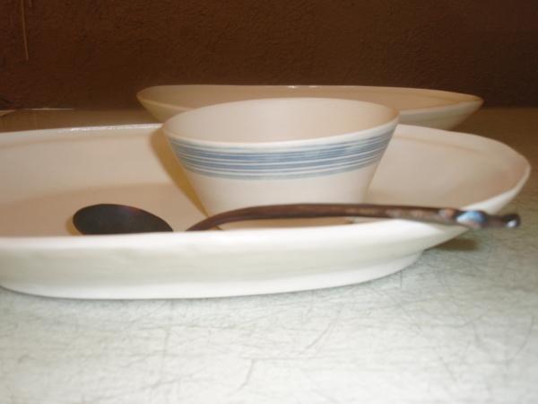 漆ボウルと磁器のオーバル皿_b0132442_16380174.jpg
