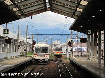 富山地方鉄道とJR線の接続がある、駅の案内_a0243562_18042848.jpg