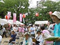 久しぶりの夏祭り、出ましたバナナのたたき売り!歌あり踊りあり、訴えあり…_c0133422_22535643.jpg