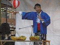 久しぶりの夏祭り、出ましたバナナのたたき売り!歌あり踊りあり、訴えあり…_c0133422_2255850.jpg