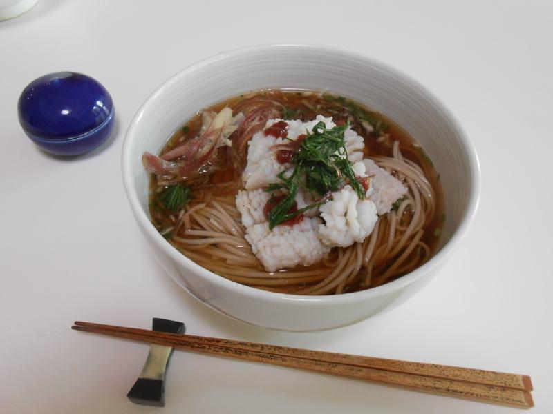 お昼ご飯に初夏のハモ蕎麦_a0095931_9494892.jpg