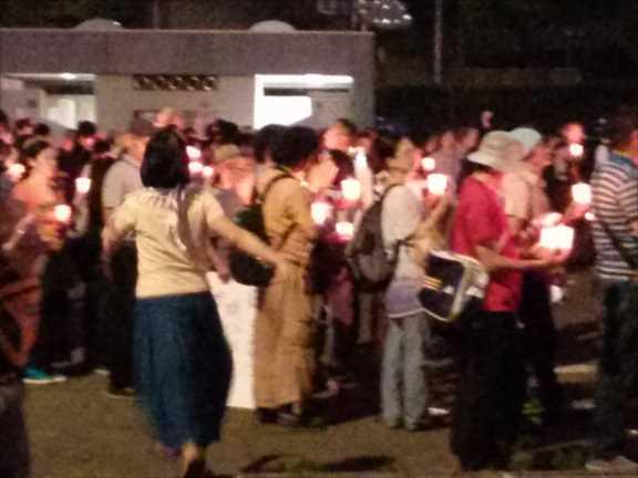 ガザ犠牲者哀悼 明治公園でキャンドル・アクション 500人参加_c0024539_23551191.jpg