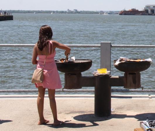 ブルックリン・ブリッジ・パーク特集(2):ピクニック半島BBQエリア_b0007805_129199.jpg
