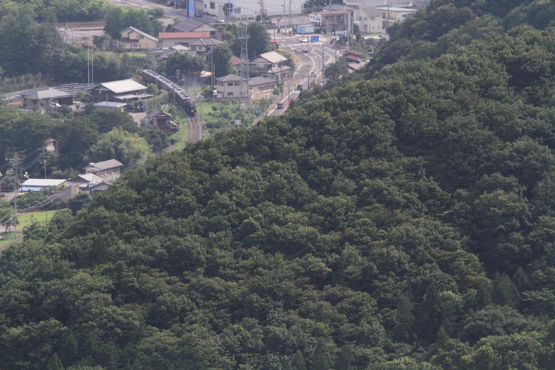 山の向こうにカーブを回る汽車が見えた - 2014年盛夏・秩父 -  _b0190710_2334994.jpg