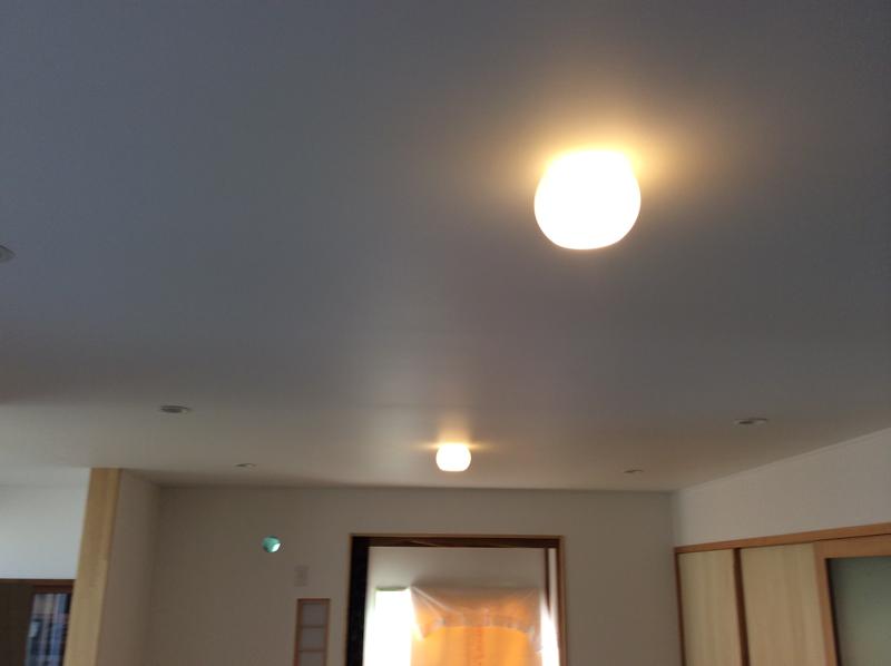 ふわっとした丸い灯り_c0004024_18404332.jpg