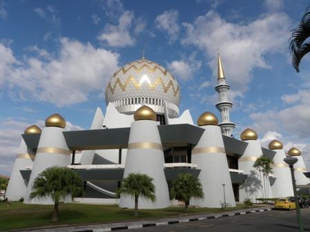 ボルネオ島の最も美しいモスク_a0132757_14194878.jpg