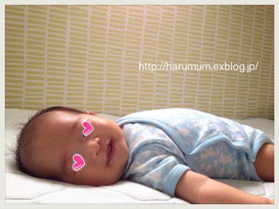 最近の睡眠事情とムーミンベビー服_d0291758_10401129.jpg