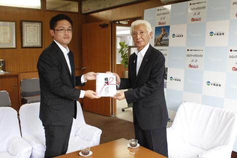 田中建設企業グループおよび十和田市青色申告会青年部が寄附_f0237658_11004206.jpg