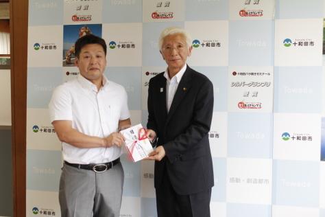 田中建設企業グループおよび十和田市青色申告会青年部が寄附_f0237658_11004748.jpg