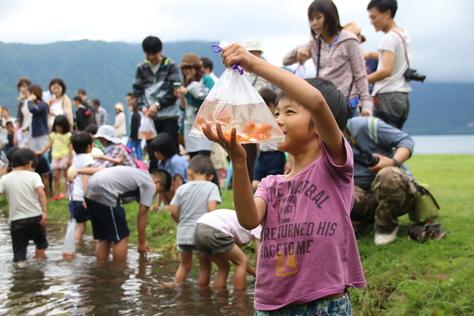 湖面を彩る花火に喝采 ~十和田湖湖水まつり~_f0237658_1414531.jpg