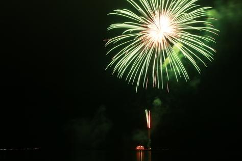 湖面を彩る花火に喝采 ~十和田湖湖水まつり~_f0237658_1425939.jpg