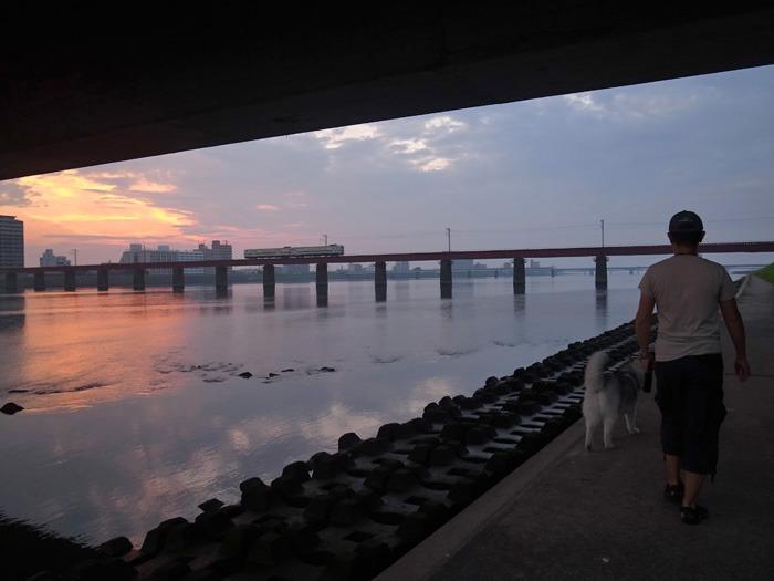 美しい朝はつづく… (*^_^*)_c0049299_21292161.jpg