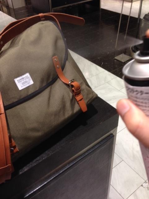 鞄に防水スプレー_b0226322_11295907.jpg