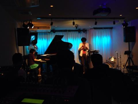 Jazzlive comin 広島 薬研堀 本日土曜日のライブ!_b0115606_12112468.jpg
