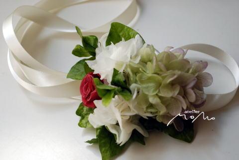 クラッチブーケ シャンパンホワイトのバラを束ねて!_a0136507_18141938.jpg