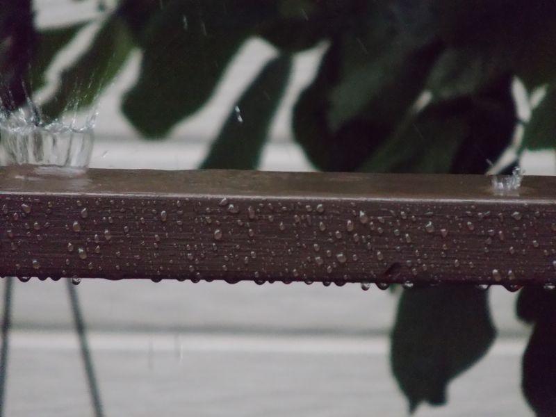 PM2.5を洗ってくれた雨と「水滴の王冠」_c0025115_21555626.jpg