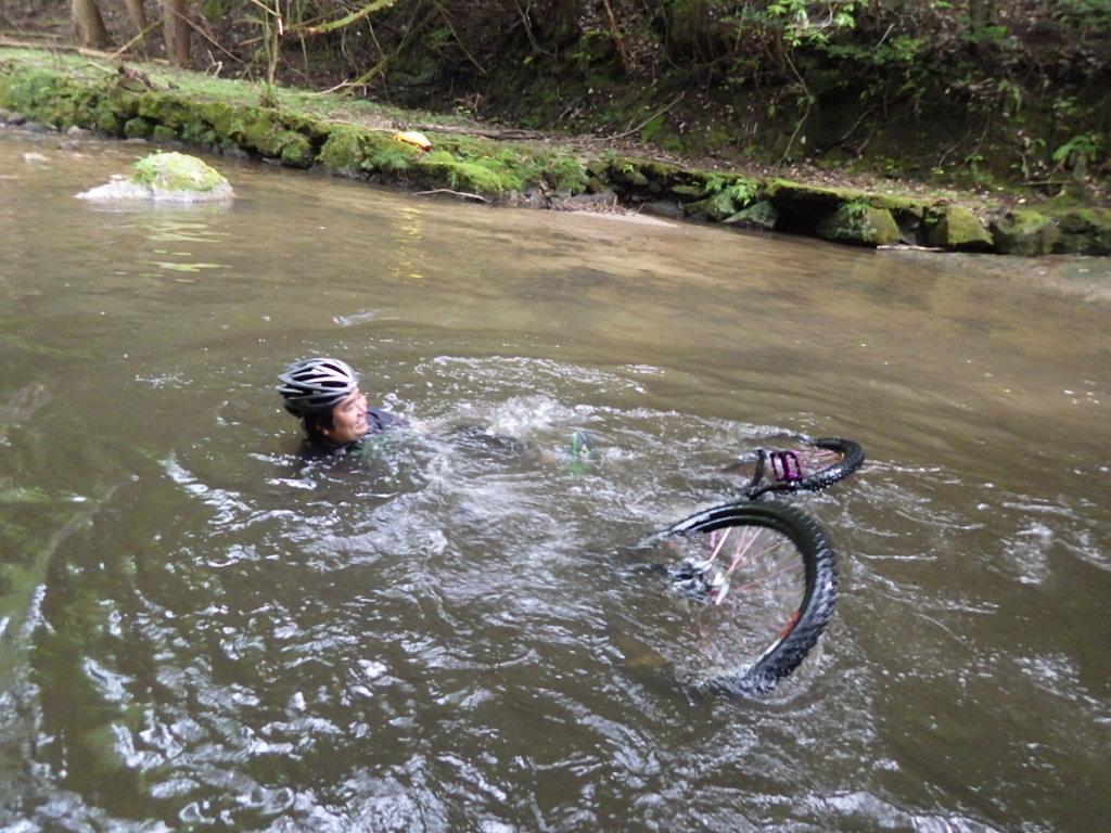 川で遊んできました。_b0282021_19523113.jpg