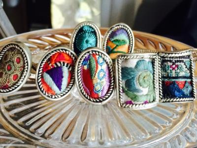 ミャオ族の刺繍古布リング_e0315178_14241988.jpg