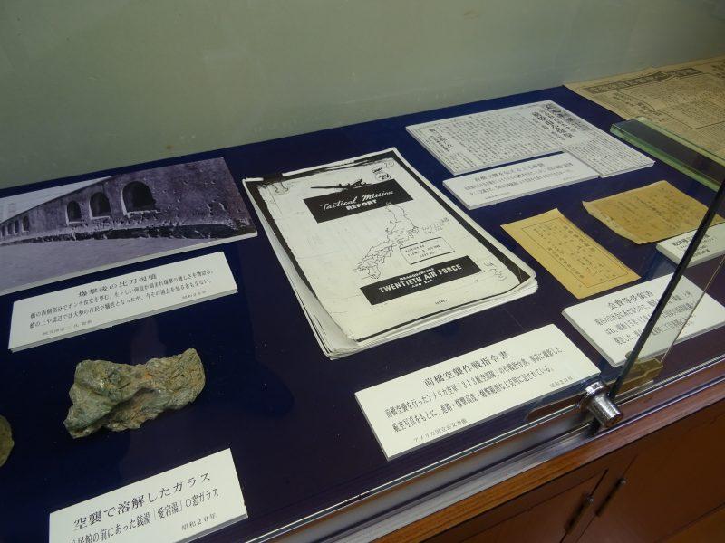「あたご歴史資料館」防空壕を復元して展示しています。_e0187286_14333559.jpg