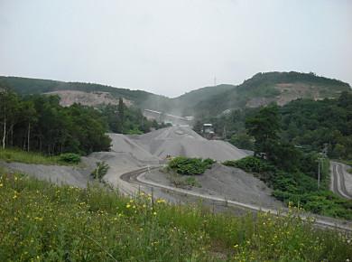 軍事道路の不思議な建造物_f0078286_11474177.jpg