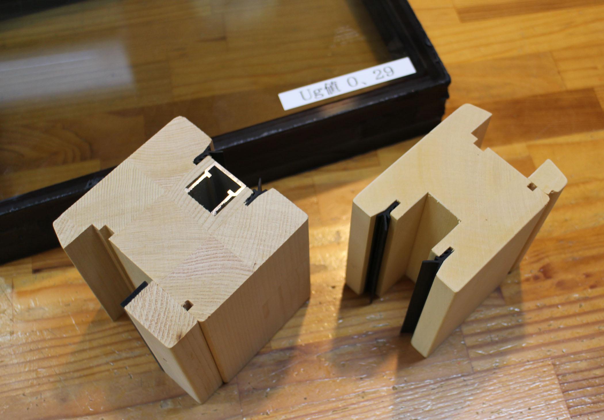 アルスの木製サッシのクワトロガラス_e0054299_11235595.jpg