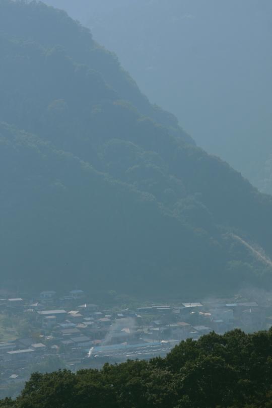 奥秩父の山の麓に煙が舞い発車の汽笛が鳴る - 2011年・秩父 -  _b0190710_2325222.jpg