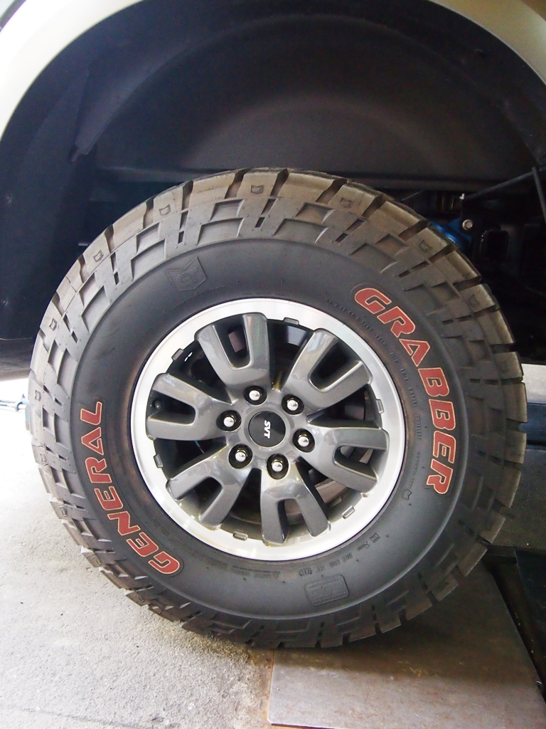 フォード・F150 SVT ラプター_e0188729_1661710.jpg