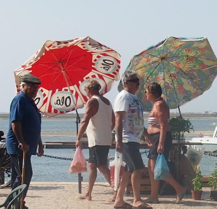 寒い南ポルトガルの、避暑地な人々・・・_f0152733_2246043.jpg