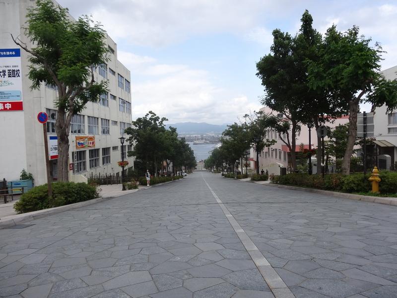 八幡坂・・・所謂チャーミーグリーンの坂です。_c0225997_71551.jpg