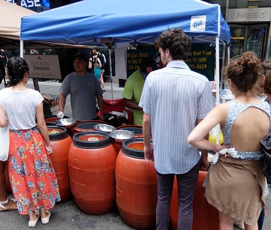 NYのストリート・フェアで世界の食文化を楽しもう Taste of Jewish Culture_b0007805_22192062.jpg